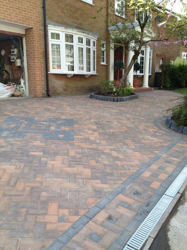 Burnt oaka block paving